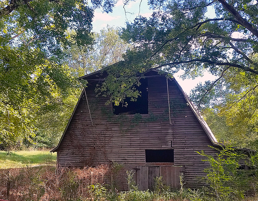 Old Barn on Delina Boonshill Road Tennessee