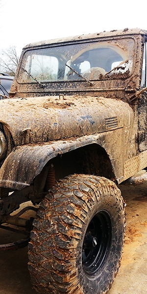 Jeep CJ-7 Swamp Crossing